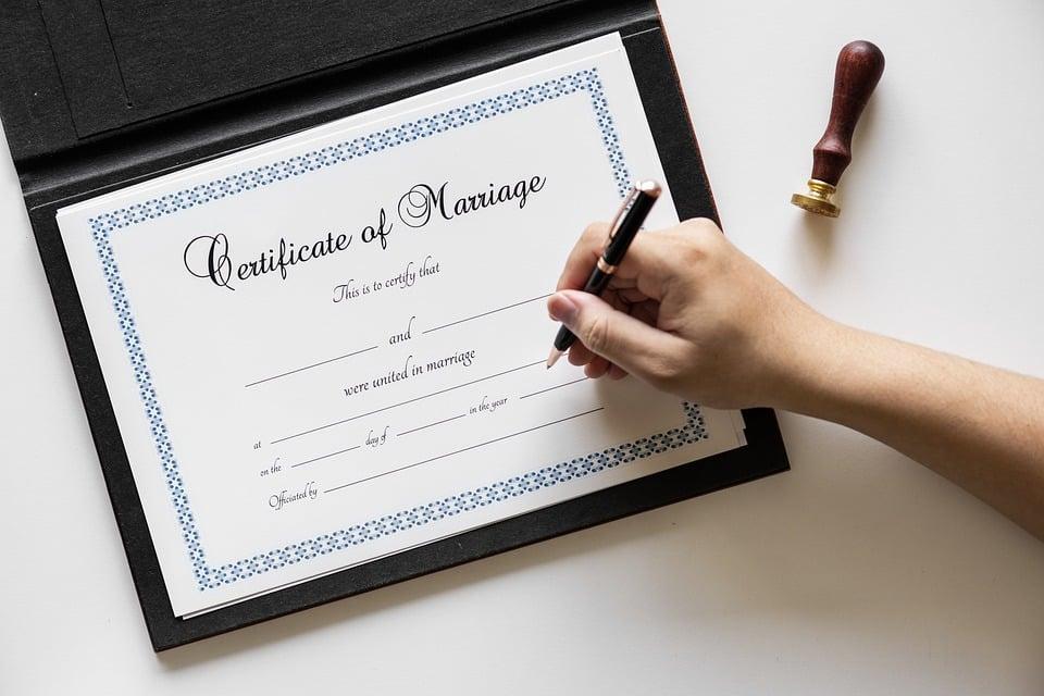 האם כדאי להתחתן עם אזרח אמריקאי?